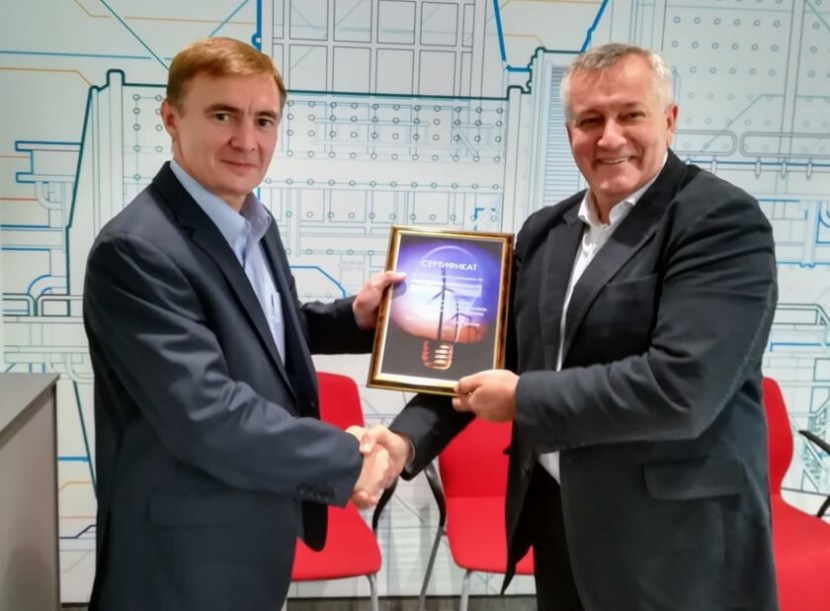 вручение сертификата члена РАВИ Вице-президенту Шульгину А.В.